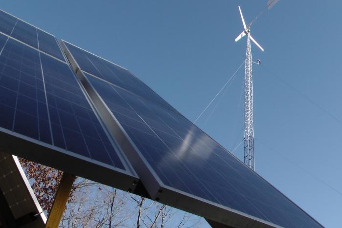 traceur solaire et eolienne hybride neonext
