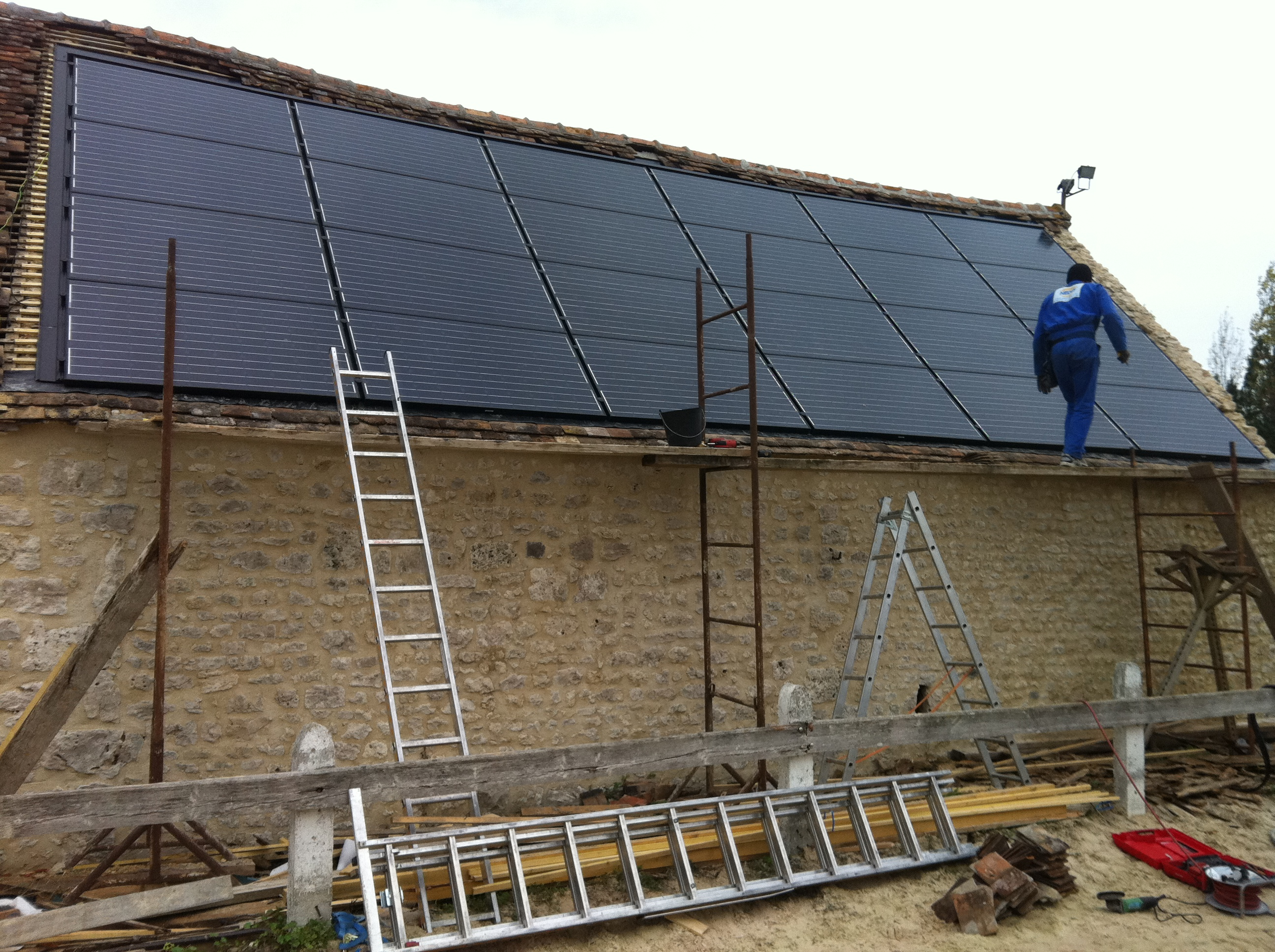 installation photovoltaique sur batiment et toiture existante neonext. Black Bedroom Furniture Sets. Home Design Ideas